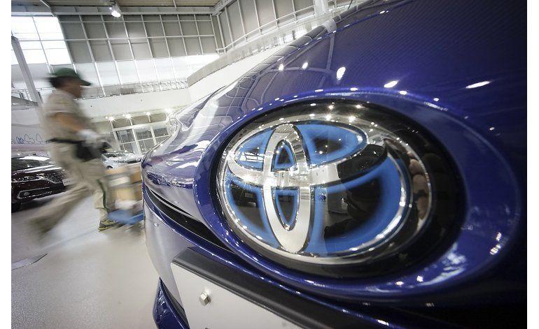 Toyota llama a talleres 1,43 millones de autos por airbags