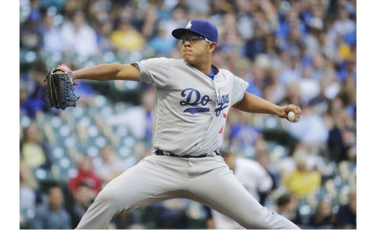 Urías logra su 1ra victoria; Dodgers superan a Cerveceros