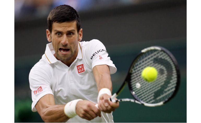 Djokovic avanza en Wimbledon e hilvana 30 triunfos en majors