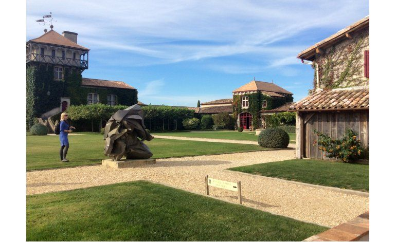Burdeos da giro moderno a una industria vinícola milenaria