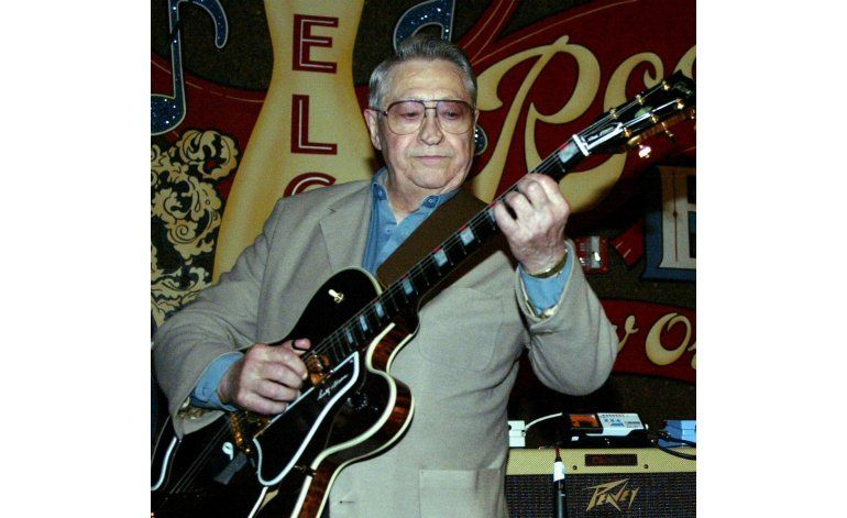 Muere Scotty Moore, el primer guitarrista de Elvis Presley