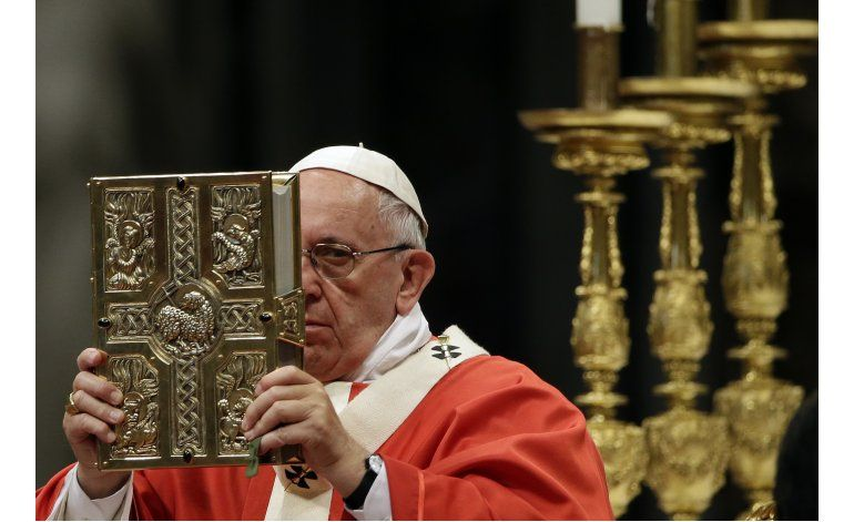Escindido grupo católico acusa al papa de propagar confusión