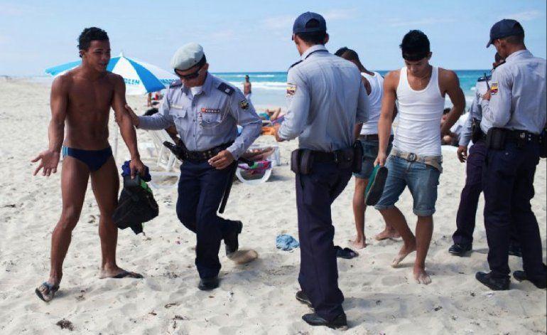 Denuncian que algunos policías actúan como proxenetas en Cuba