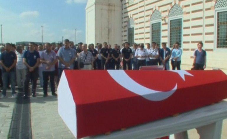 Comienzan los entierros de las víctimas de atentado en aeropuerto de Estambul