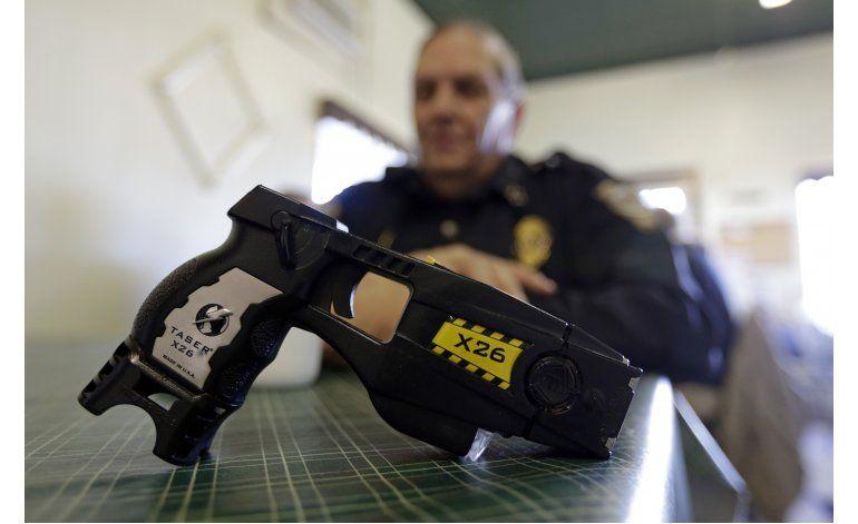 Policía de Connecticut, propensa a usar pistolas aturdidoras