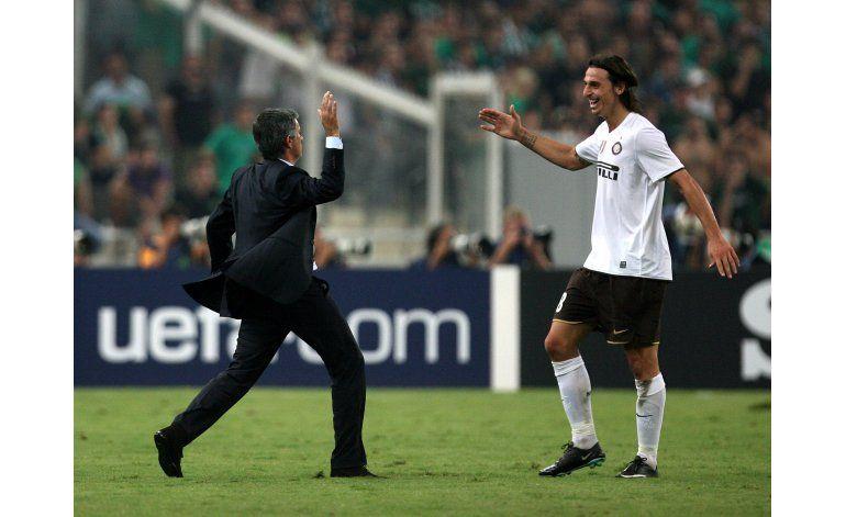 Ibrahimovic anuncia que jugará con Manchester United