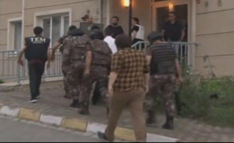 22 personas han sido arrestadas vinculadas con el sangriento atentado en el aeropuerto de Estambul