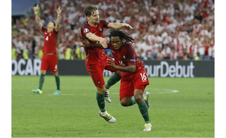 Portugal avanza a semis al vencer a Polonia en penales