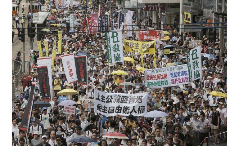Miles de personas demandan democracia plena en Hong Kong