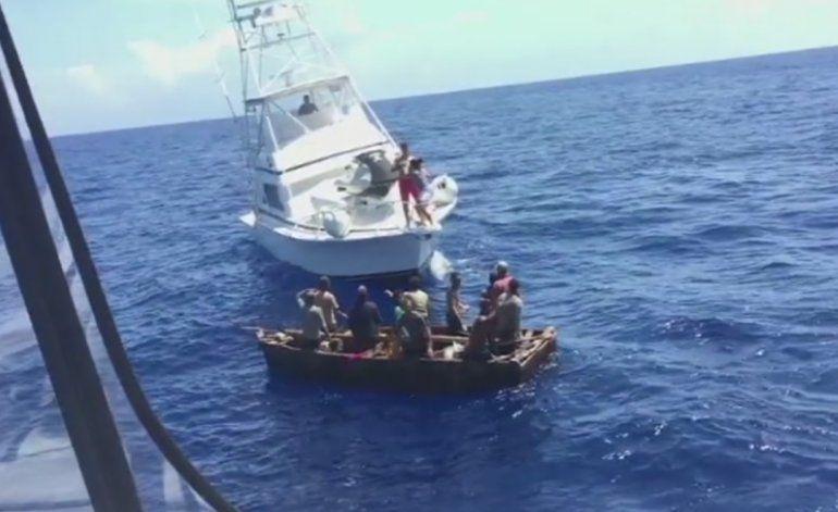 Sale a luz video en altamar sobre el grupo de balseros cubanos que llegaron a  Dania Beach