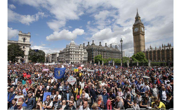 Pro europeos participan en la Marcha por Europa en Londres