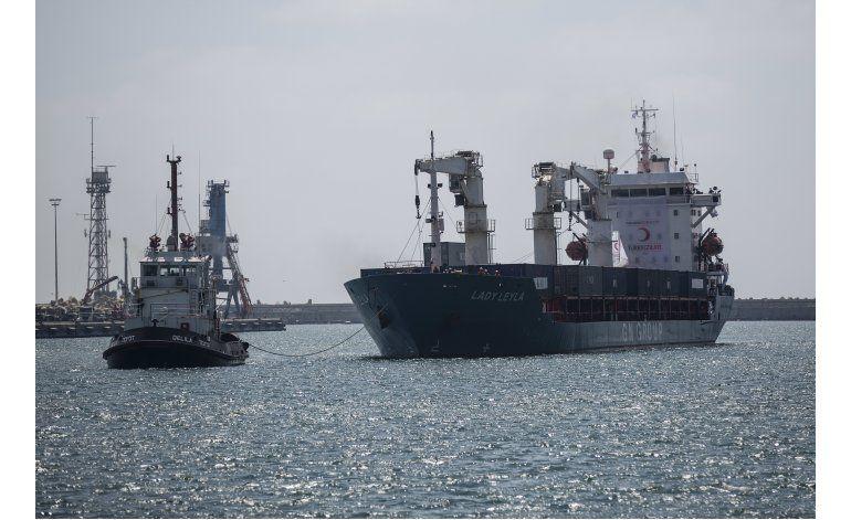 Barco turco con ayuda para Gaza llega a puerto en Israel