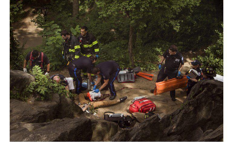 Dispositivo de pirotecnia hiere a hombre en Central Park
