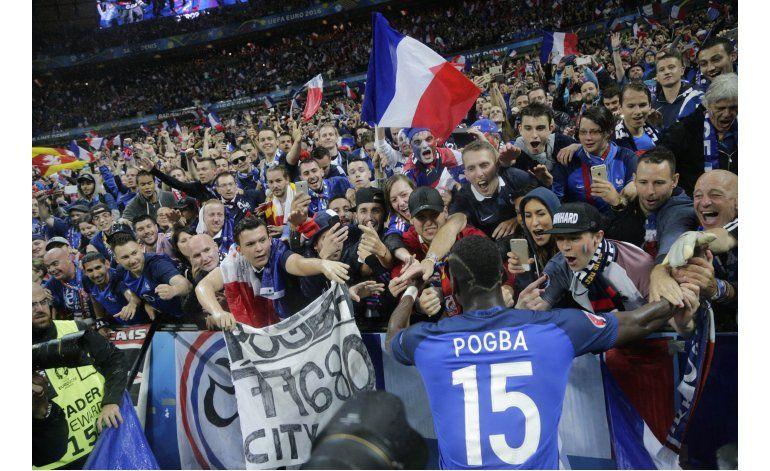 Francia amansa a Islandia y se mete en semifinales