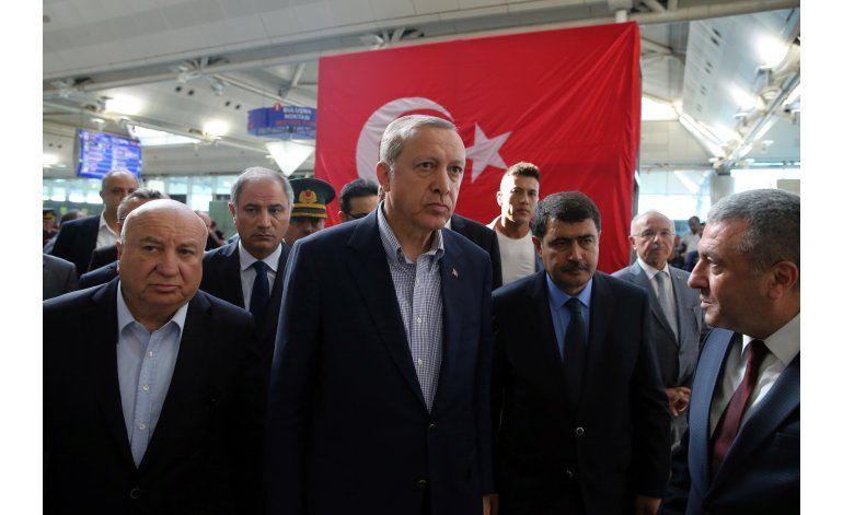Detienen a 2 presuntos extremistas en aeropuerto de Estambul