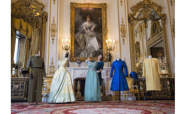 Buckingham prepara exposición sobre guardarropa de la reina
