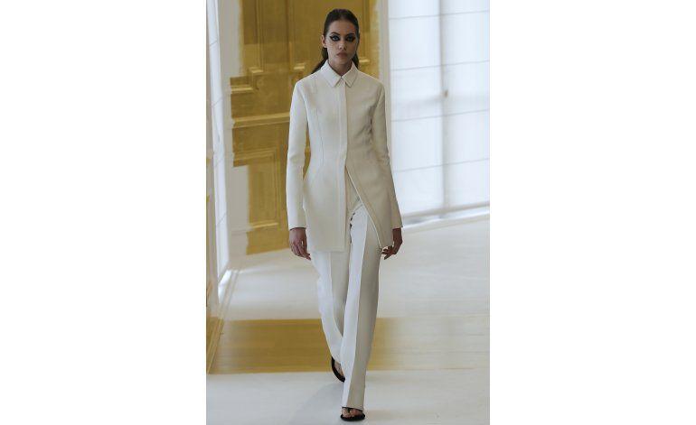 Dior, Versace y Schiaparelli presentan colecciones en París