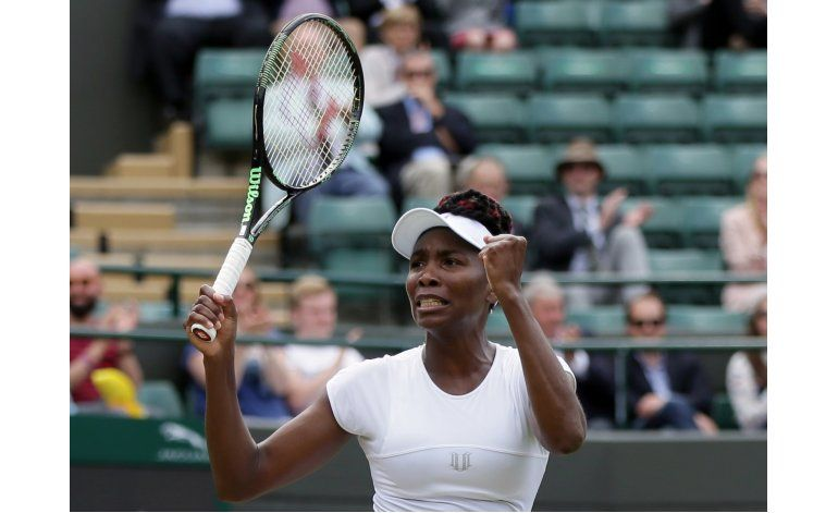 Venus y Serena avanzan a semifinales en Wimbledon