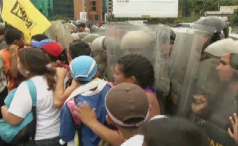 Venezolanos conmemoran el día de su independencia en medio de la peor crisis económica