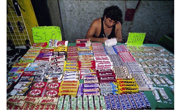 Impuesto a comida chatarra en México reduce compras en 5,1%