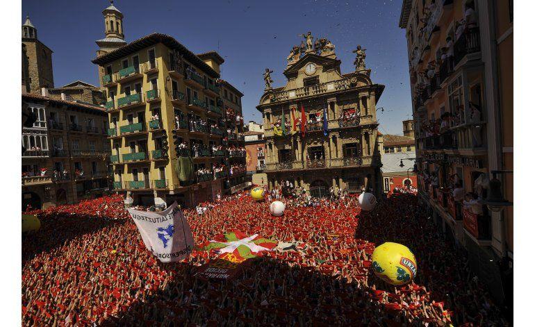 Pamplona estalla en júbilo en el inicio de San Fermín