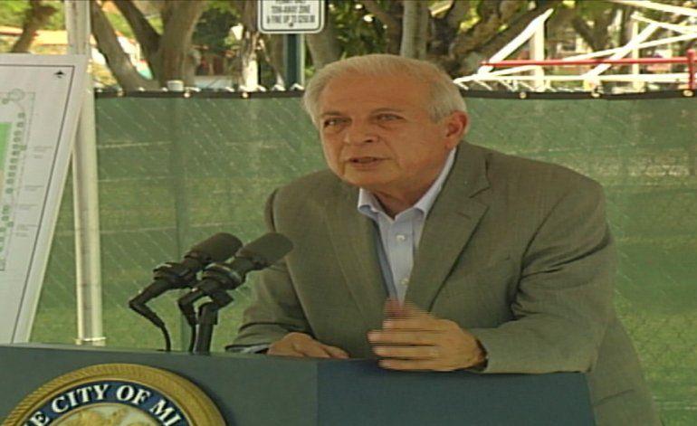 Alcalde de Miami Tomás Regalado dio inicio a la construcción del parque Douglas