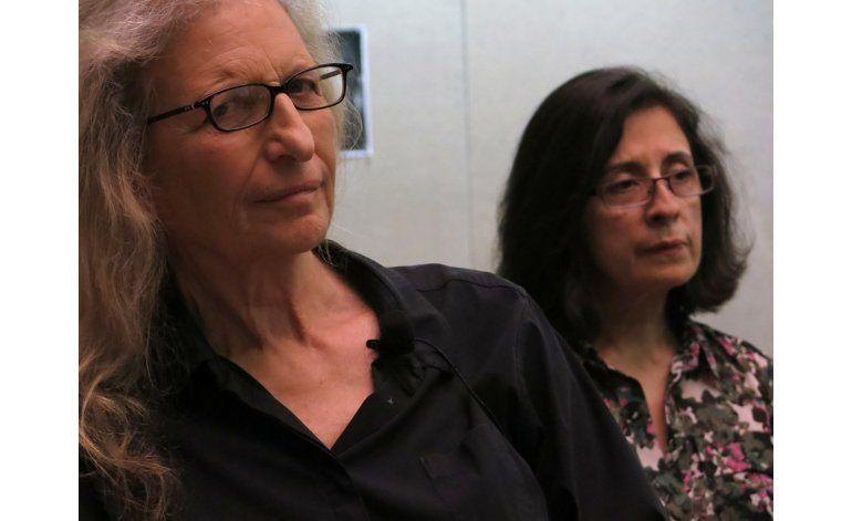 Leibovitz y Poniatowska participan en charla con mujeres