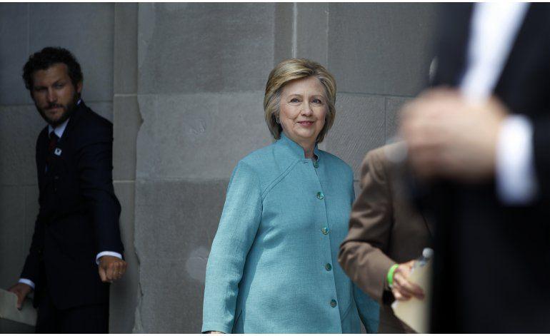 Fuente AP: Clinton y Sanders negocian evento de apoyo