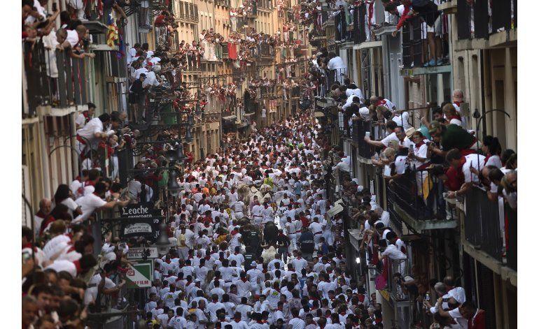 España: 4 heridos por caídas en 1er encierro de San Fermín