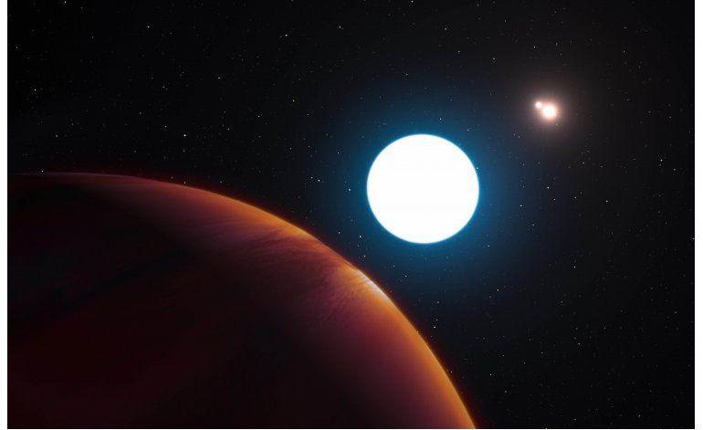 Descubren planeta con 3 amaneceres y ocasos