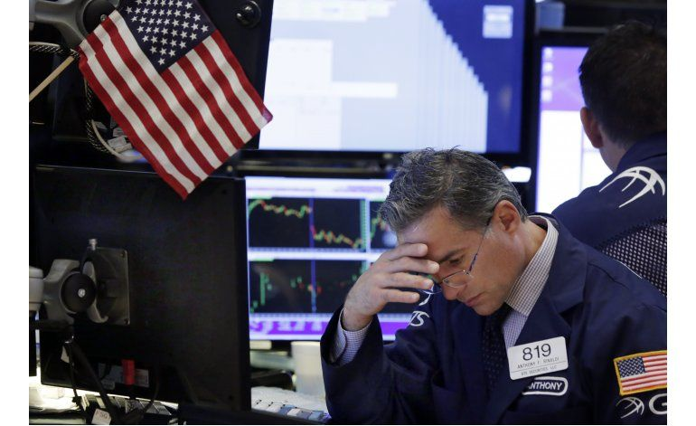 Wall Street cierra casi sin cambios