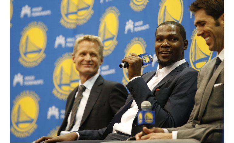 Durant oficializa contrato por 2 años con los Warriors