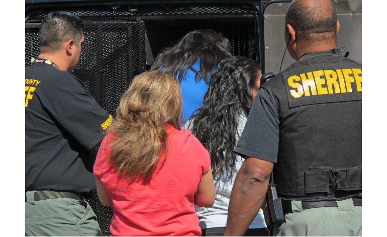 Piden a tribunal penalizar oficina de Arpaio en Arizona