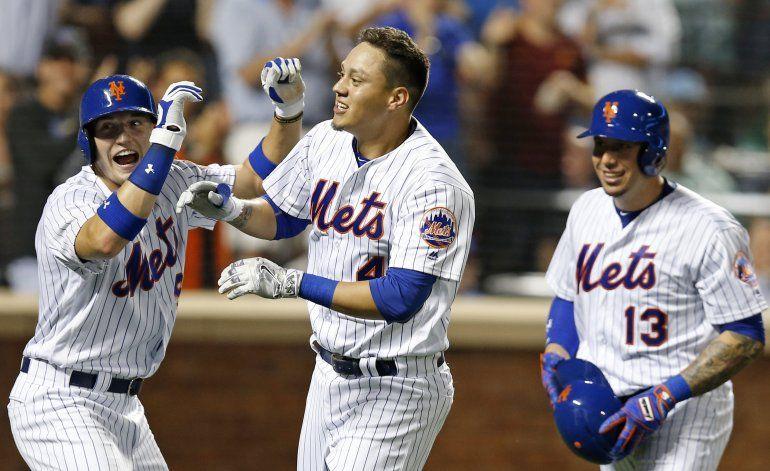 Con jonrón de Flores, Mets se imponen a Nacionales