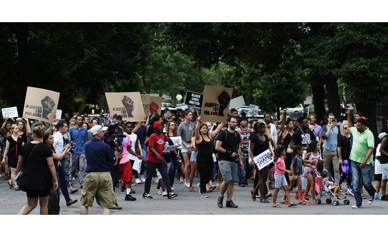 LO ULTIMO: Policía de Dallas interroga a dos personas
