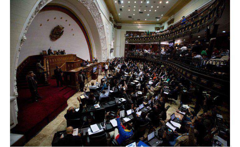 Maduro aísla a la oposición en Venezuela