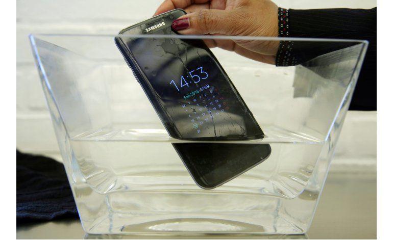 Celular Samsung Active falla prueba de resistencia al agua