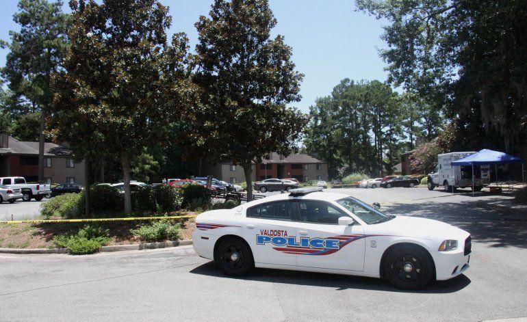 Hombre llama al 911 y dispara contra policía en Georgia