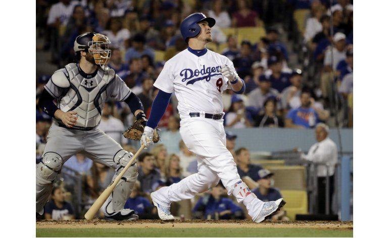 Dodgers pegan 5 jonrones, ganan a Padres 10-6