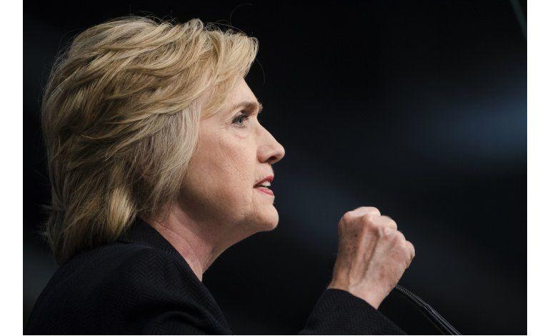 Clinton hace concesiones para ganar el respaldo de Sanders
