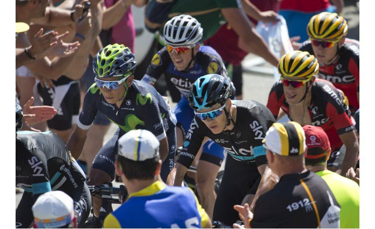 Froome es multado por golpear a espectador en el Tour