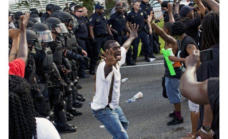 Detenido activista, EEUU protesta contra violencia policial