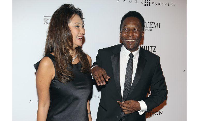 Astro brasileño Pelé se casa por tercera vez