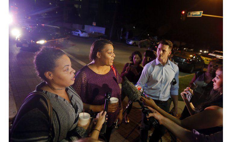 Mujer negra herida de bala en Dallas elogia a los policías