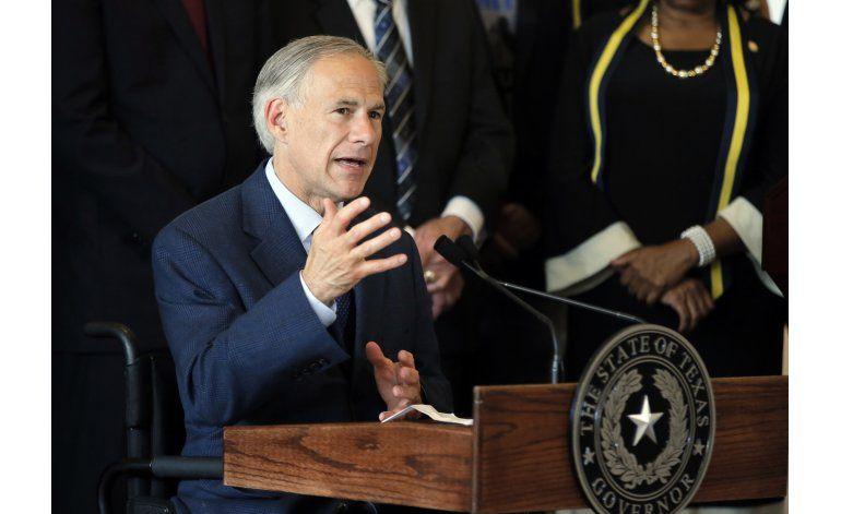 El gobernador de Texas se quema en un accidente