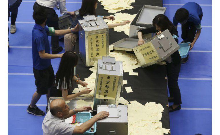 Coalición gobernante en Japón logra fuerte victoria