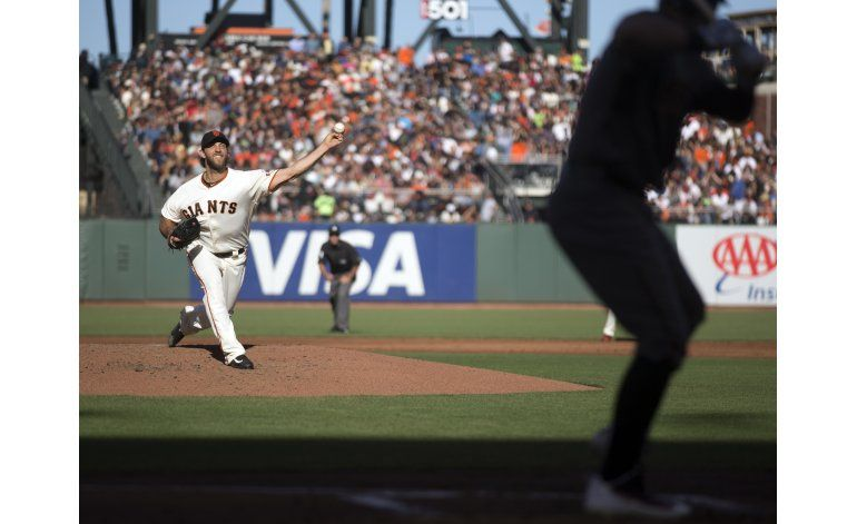 Bumgarner lanza joya de un hit y domina a Diamondbacks