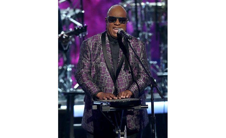 Stevie Wonder insta a la gente a elegir amor sobre odio