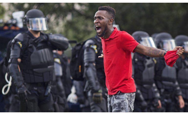 Sigue protesta en Baton Rouge; policía bloquea acceso a vías