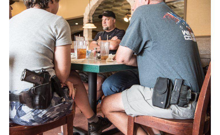 Portación de armas en público, un reto para policía en EEUU
